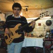 photo of Dave Wild in his old workshop with my 4 srting